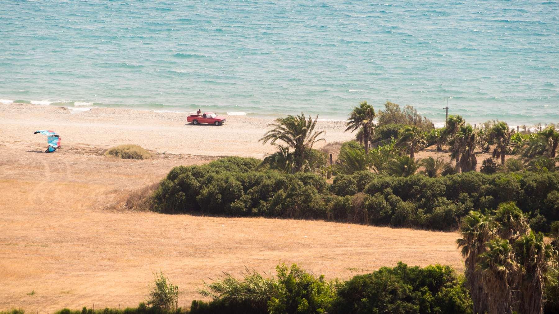 Самое время заняться водным видом спорта на пляже Курион (Coureon beach)