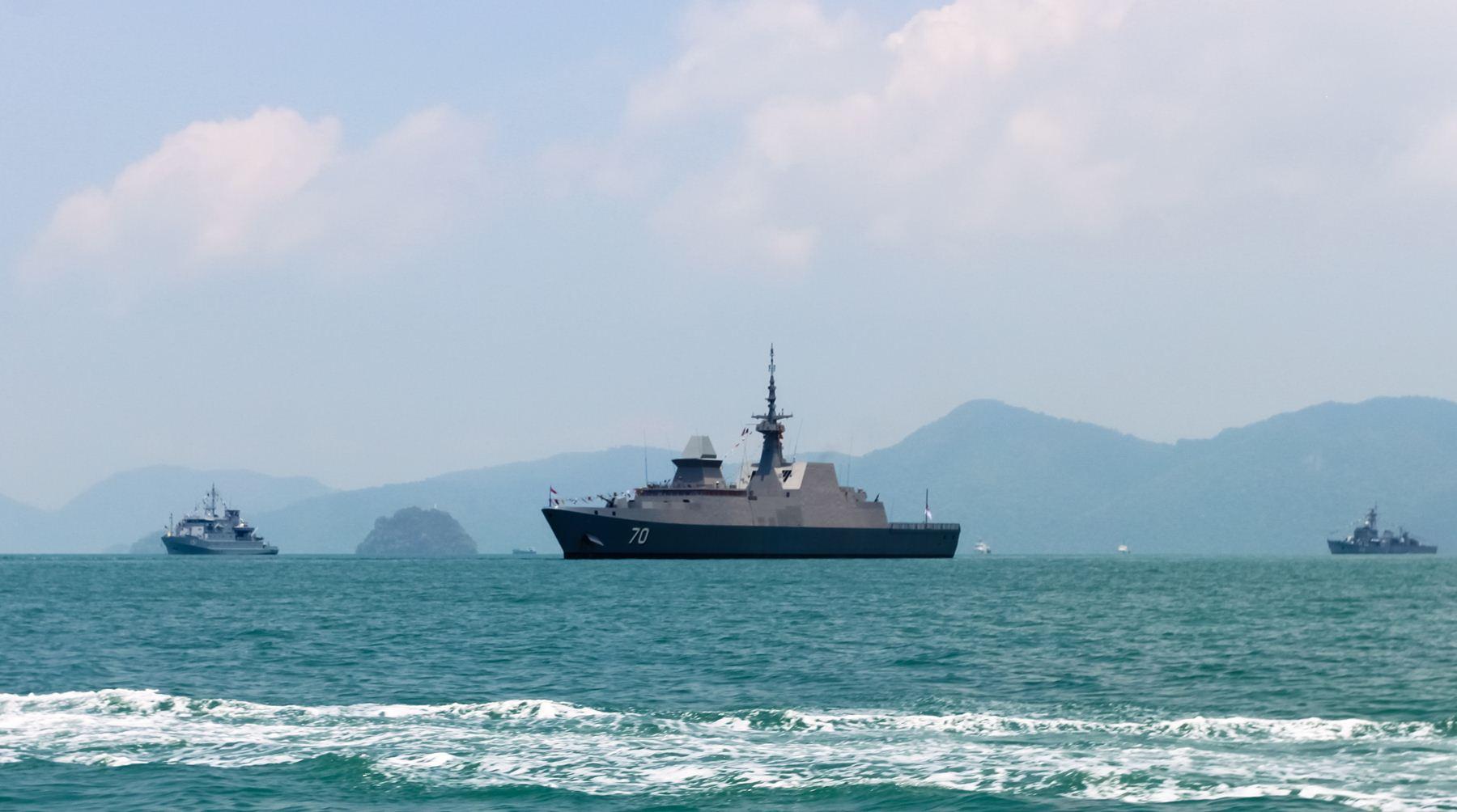 Дружественные военные корабли на выставке Lima