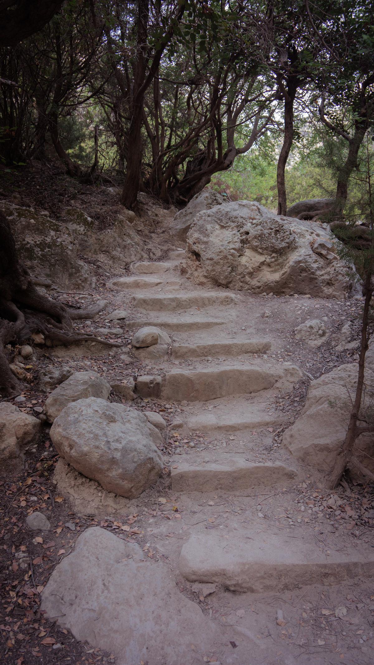 Рукотворные ступеньки в Авакасе