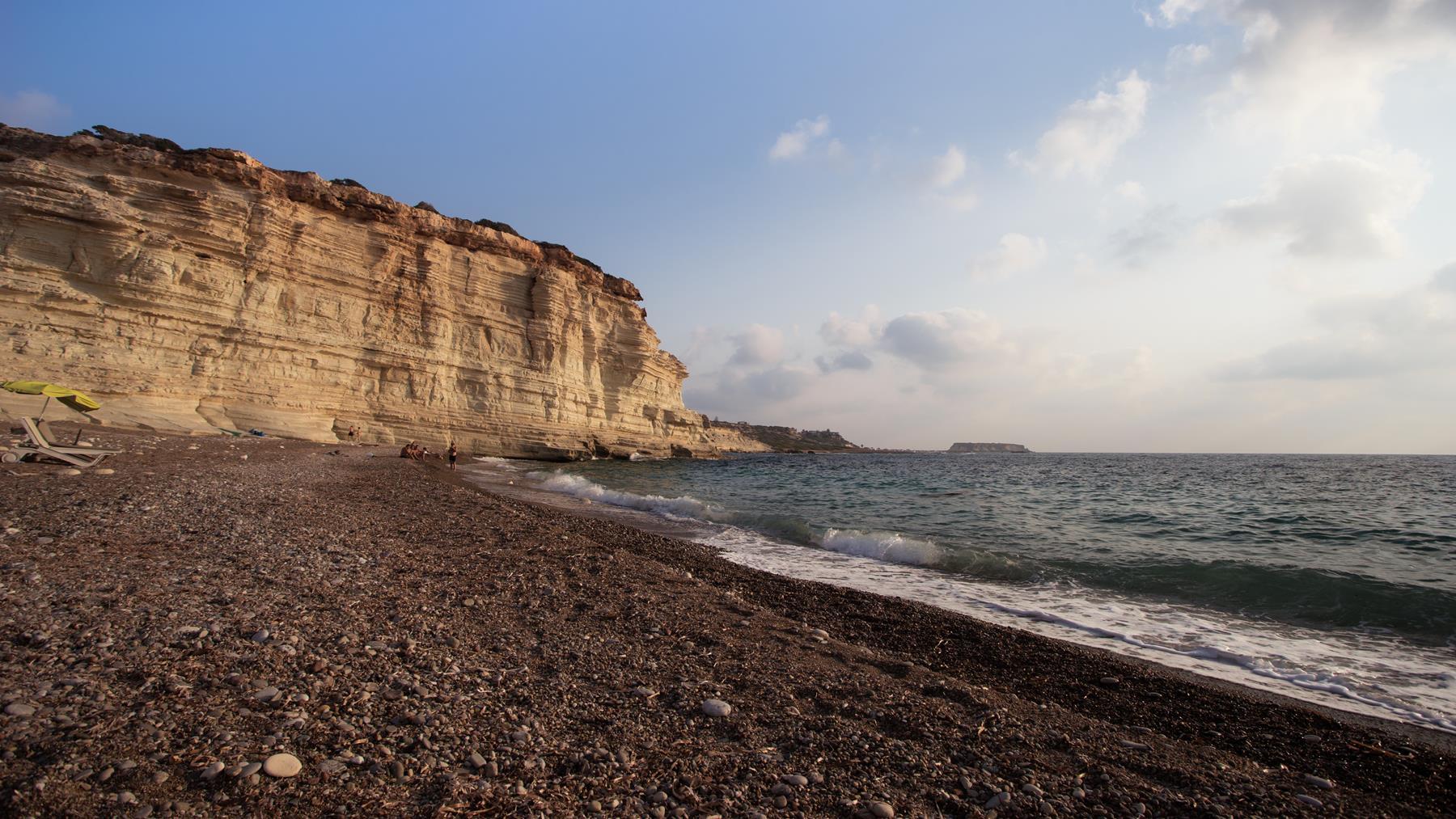 На пляже Пафоса наступал вечер