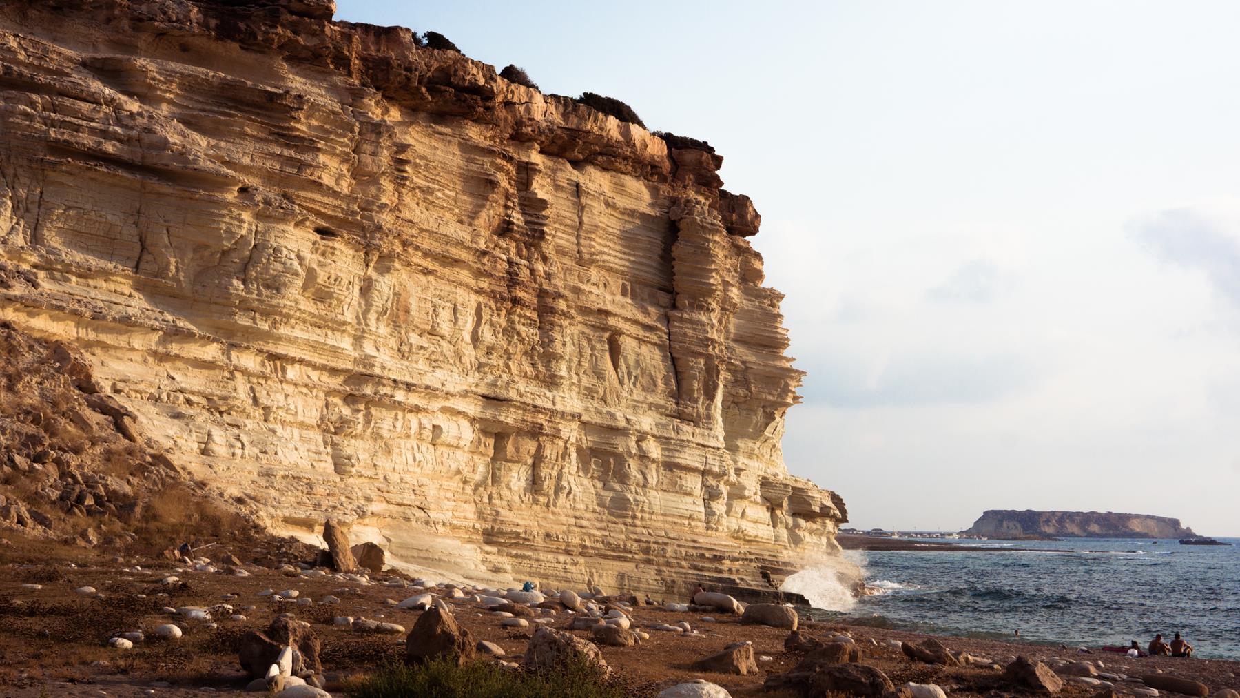 Изрезанная скала вблизи