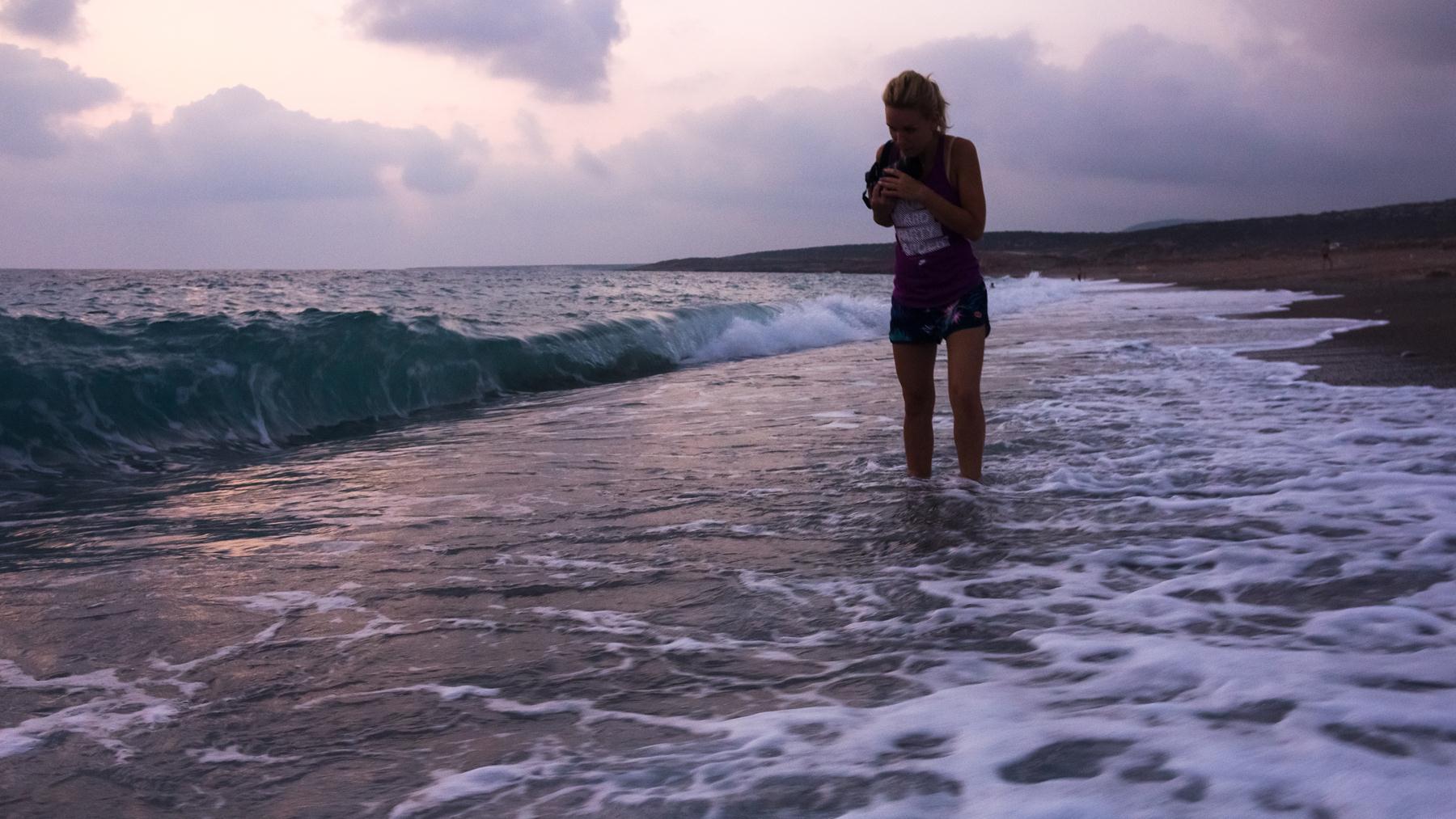 Итог - мокрая спина и шорты, фотоаппарат с каплями воды