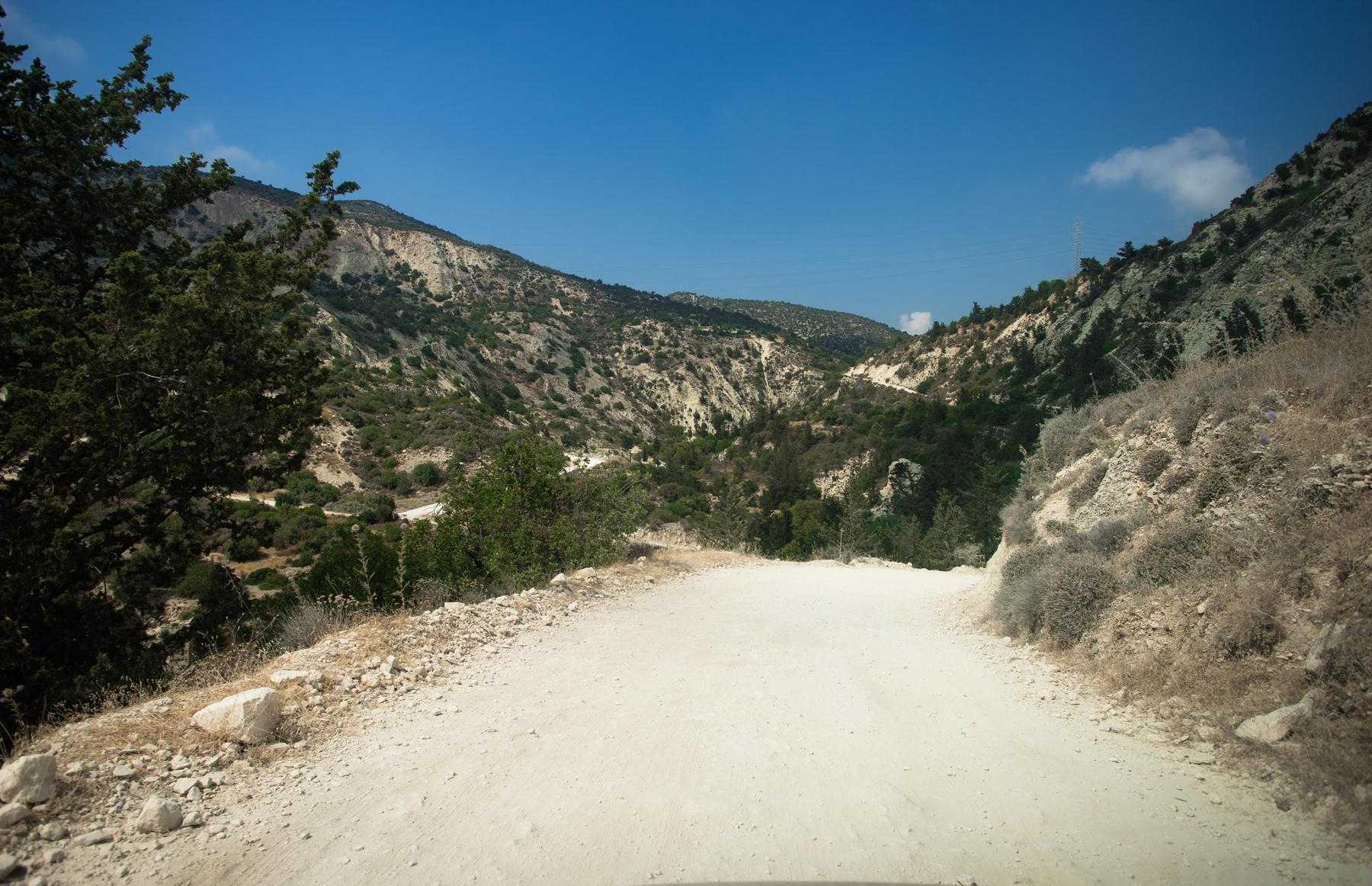 Приближаемся к главной дороге к купальням Адониса