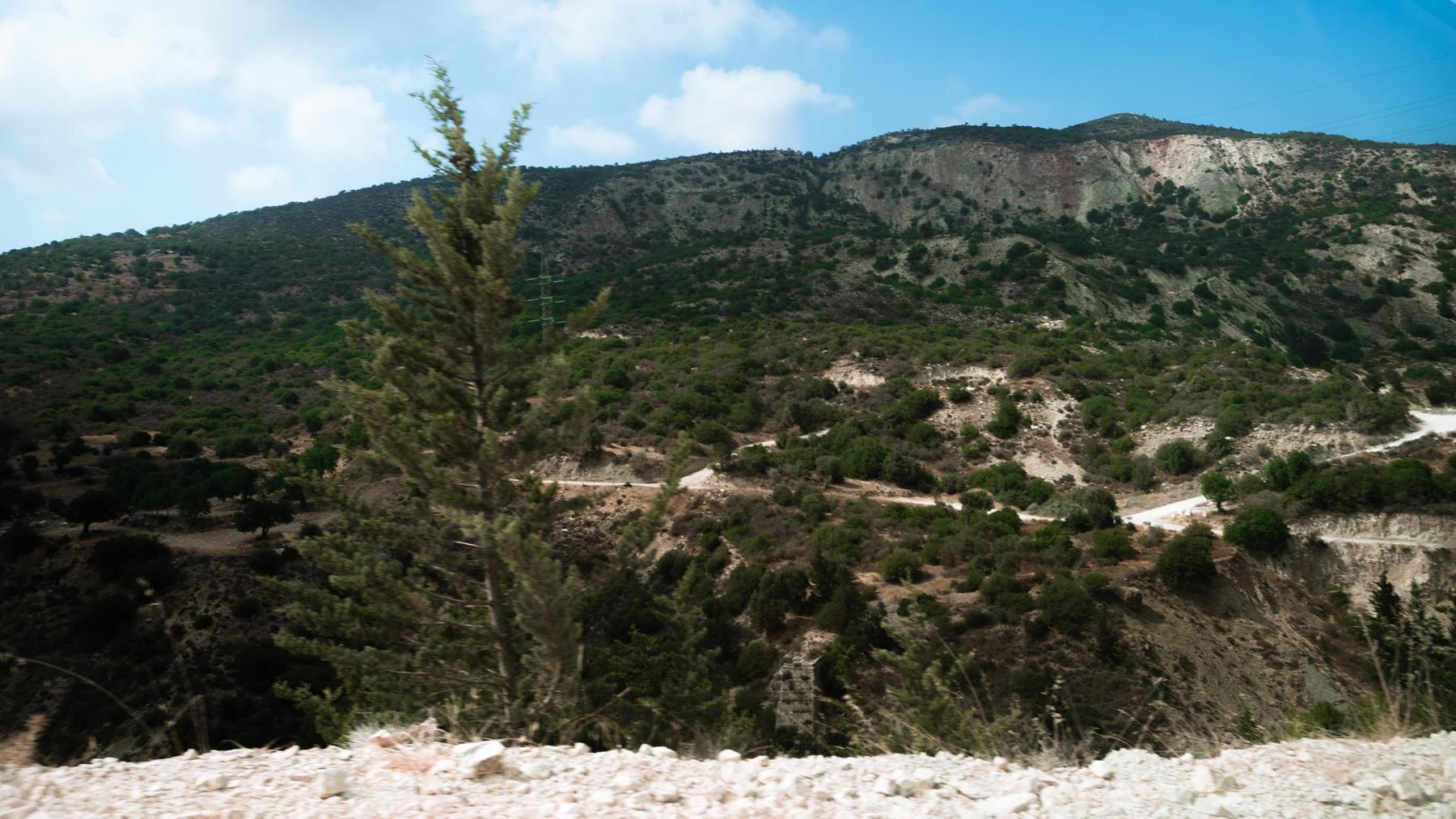 Параллельная нам - главная дорога к купальням Адониса