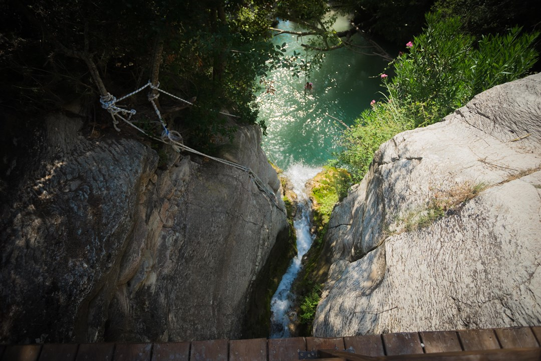 А вот и водопад с ваннами Адониса