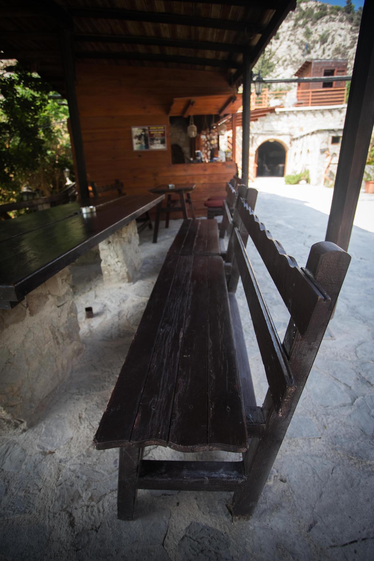 Кафешка перед купальнями Адониса