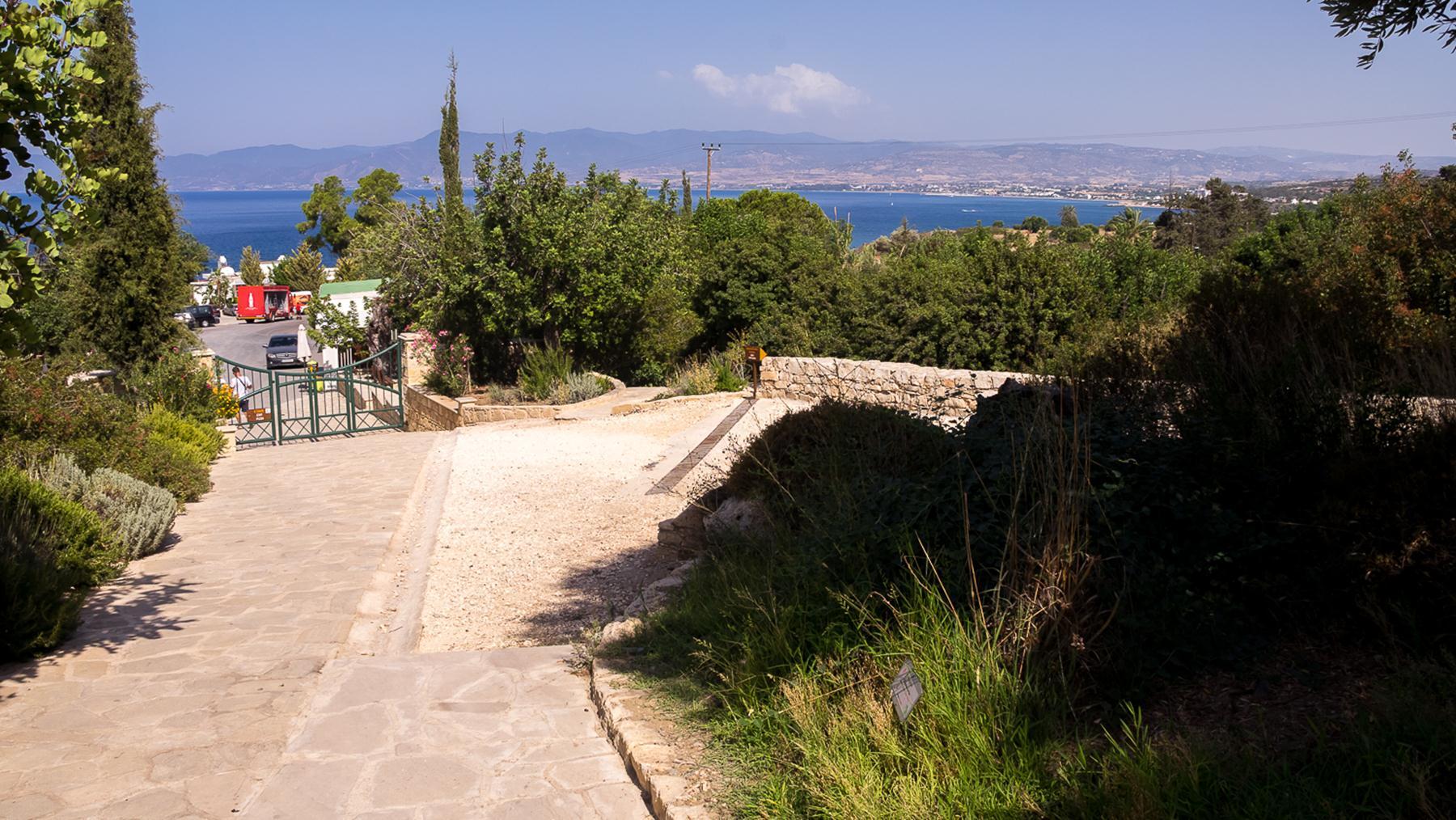 Виды на город Полис на севере Кипра