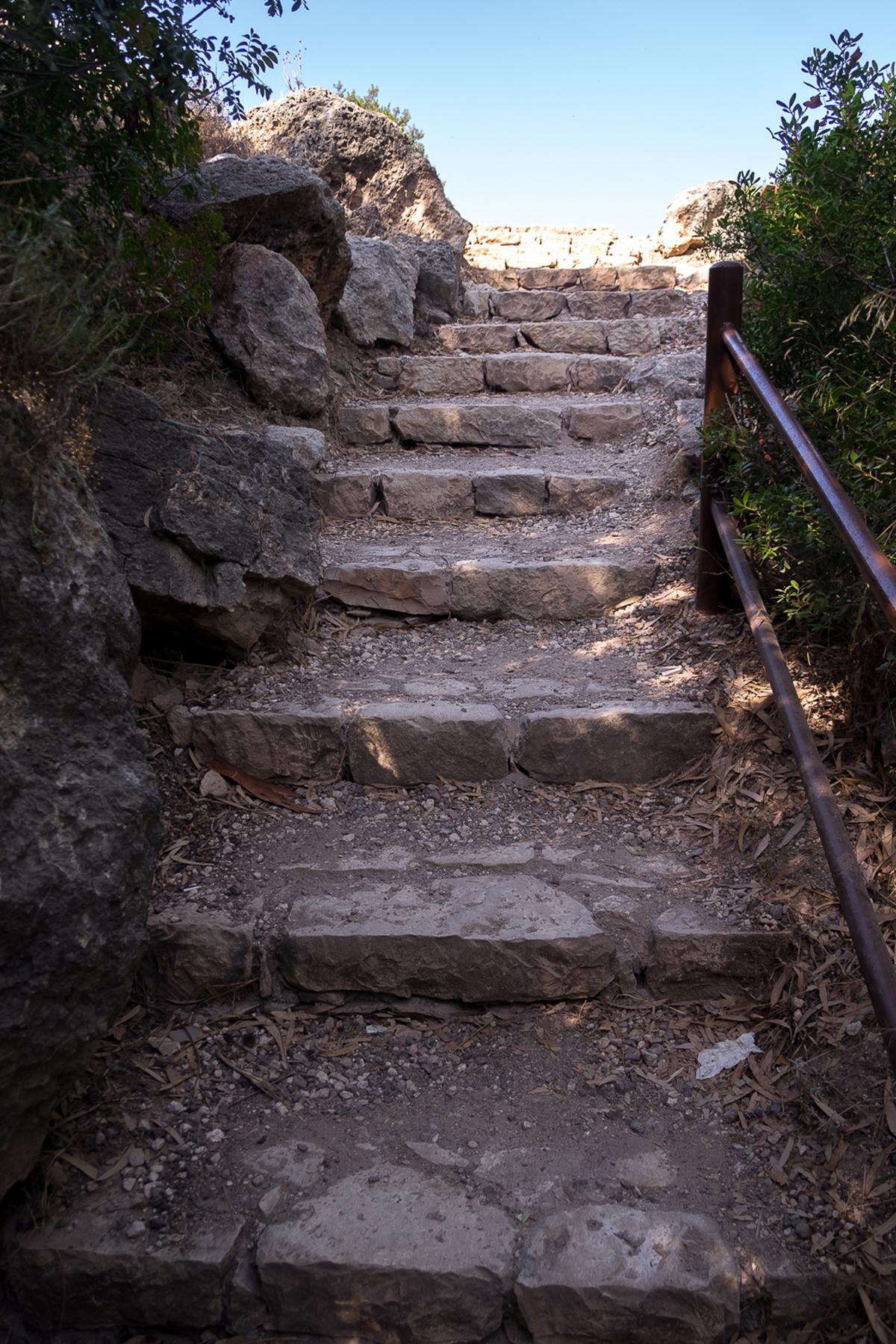 Лестница рядом с купальнями Афродиты