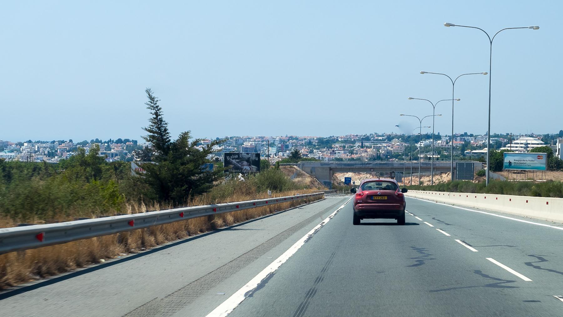 Въезжаем в город Пафос