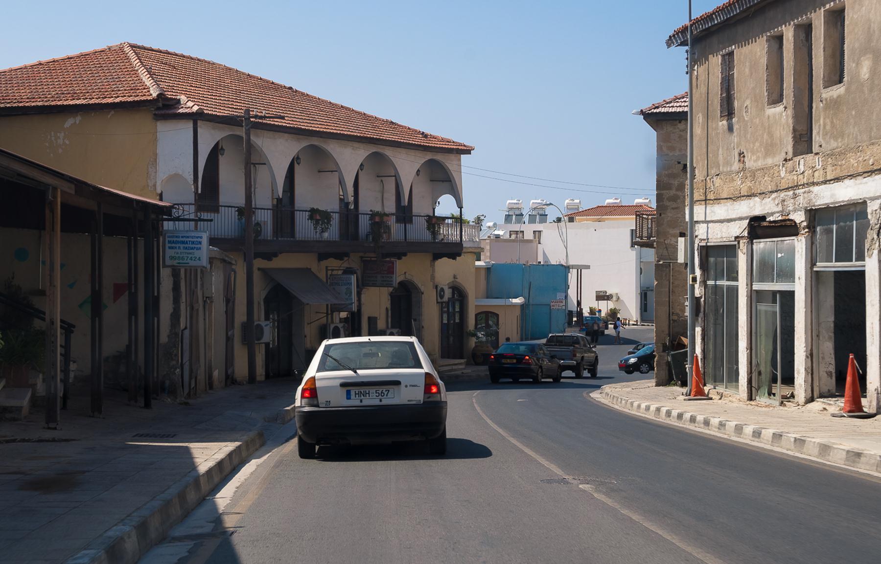 Проезжаем город Пафос