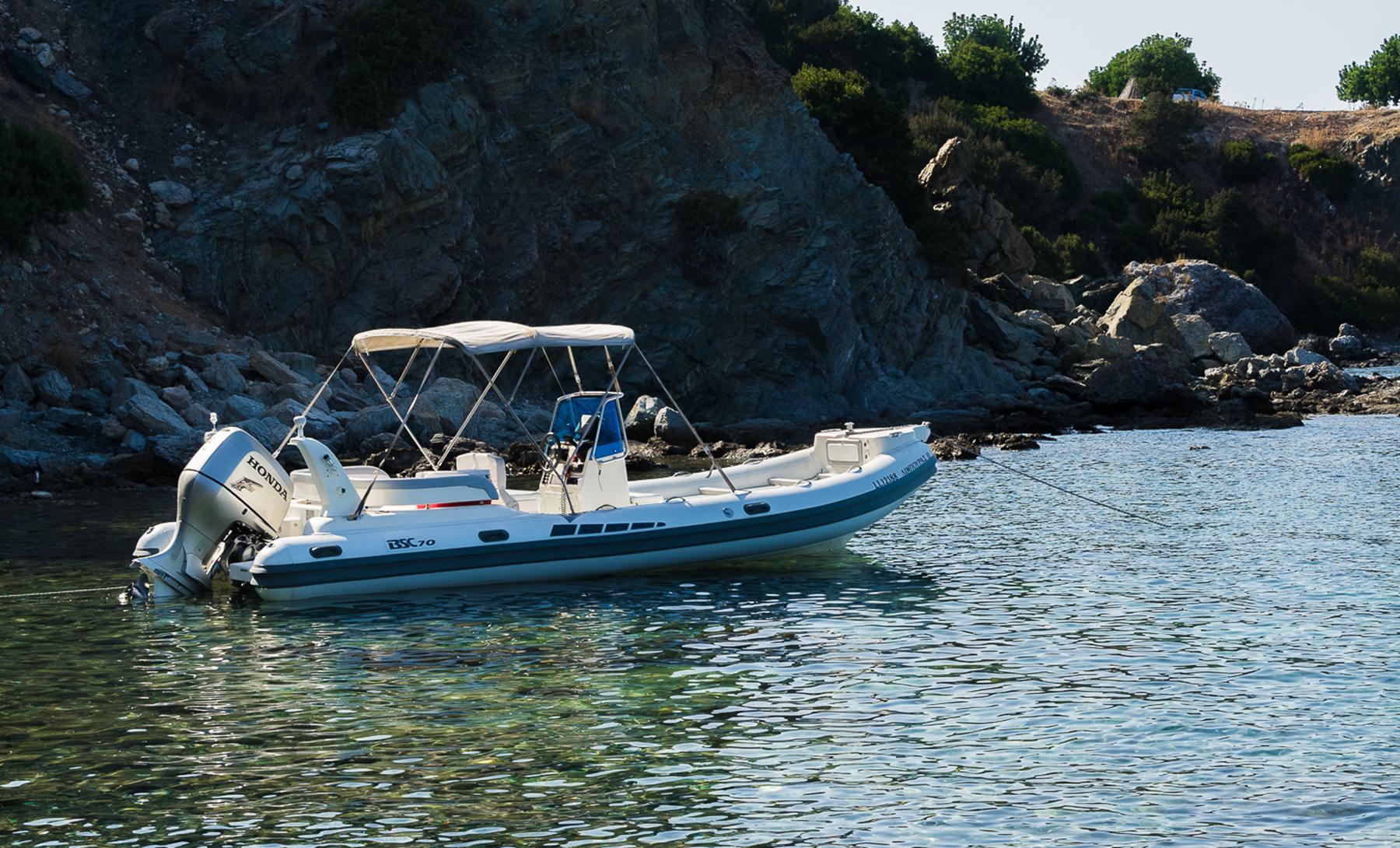 Отдыхающая лодка