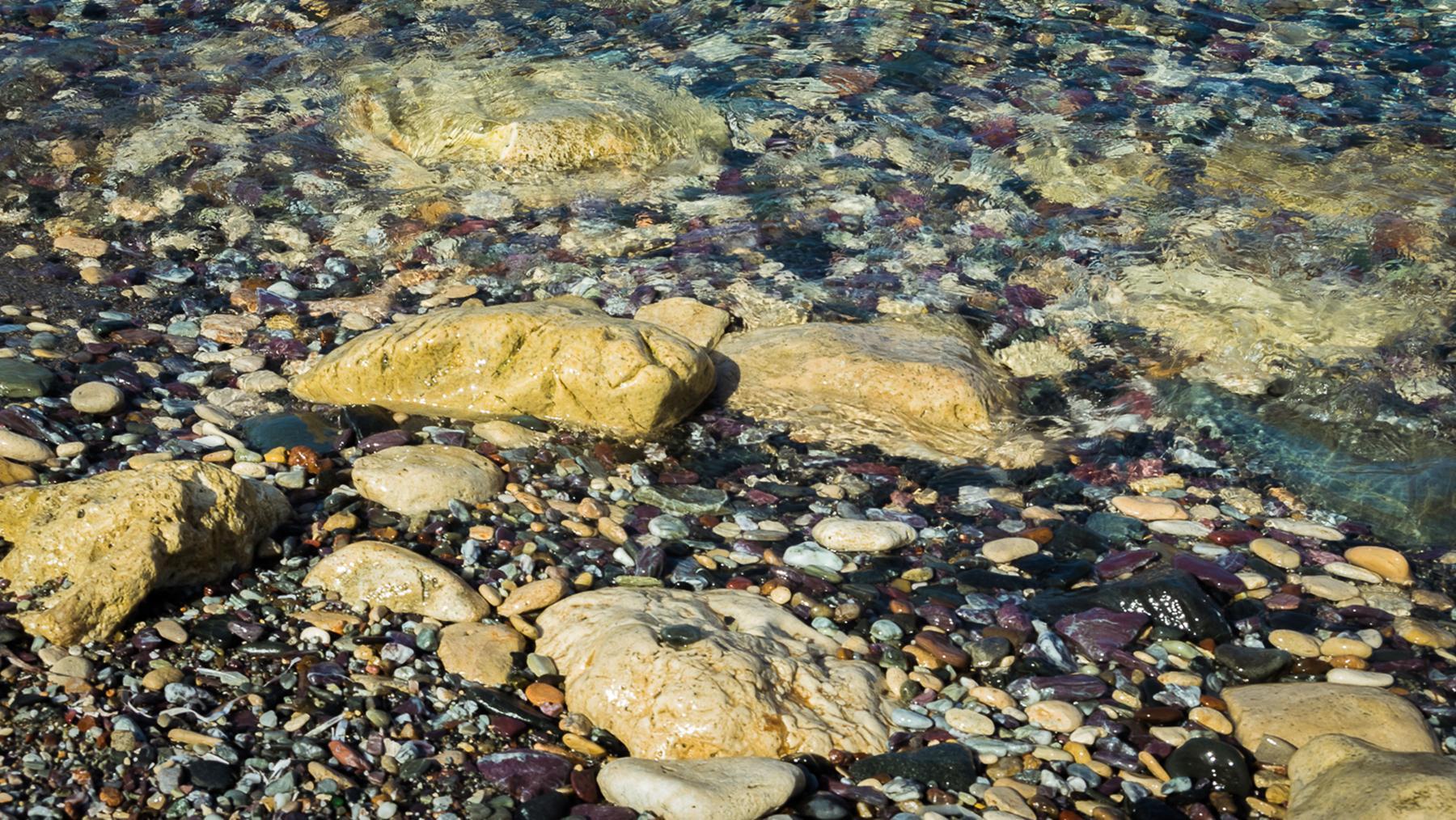 Кристально чистая вода Акамаса