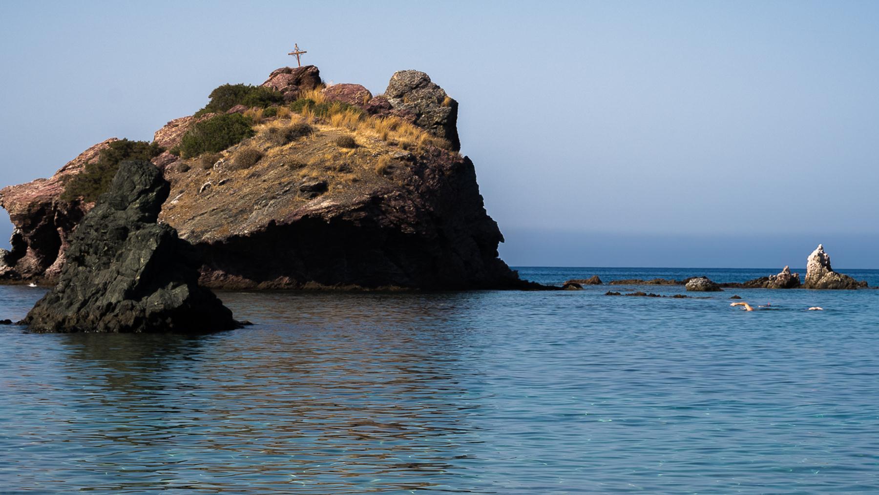 Опасное место для ныряния в воды Акамаса