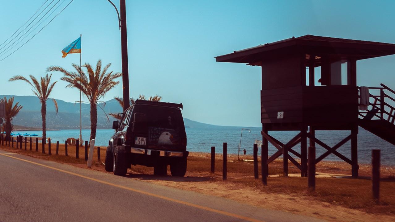 Пляж рыболовецкой деревни Лачи