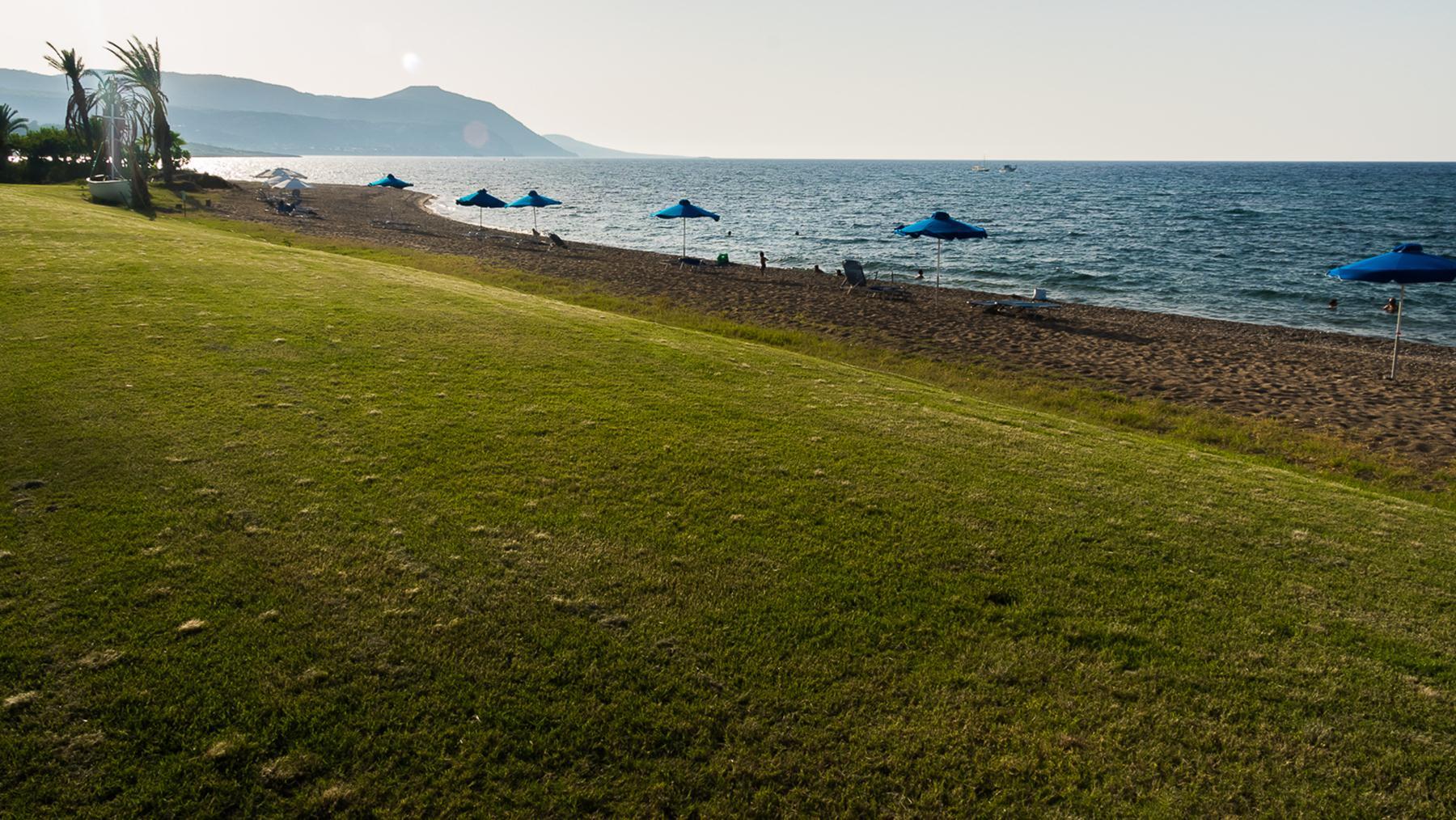 Вечер на пляж в рыболовецкой деревне Лачи