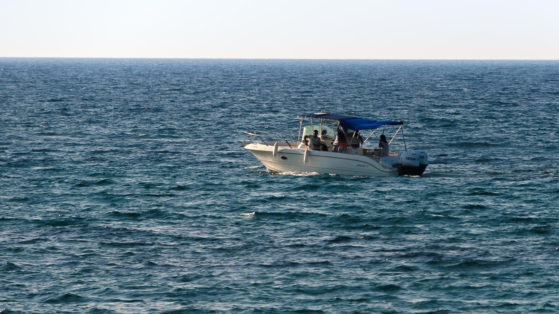 Одинокая лодка в Лачи