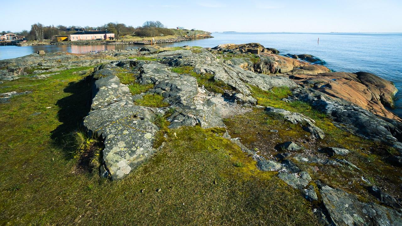 Каменный пейзаж Пикку-Мустасаари
