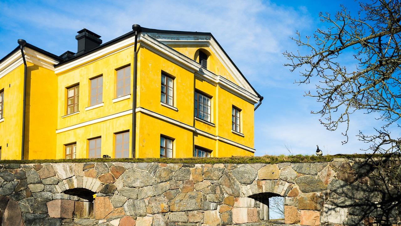 Желтый дома на Лянси-Мустасаари