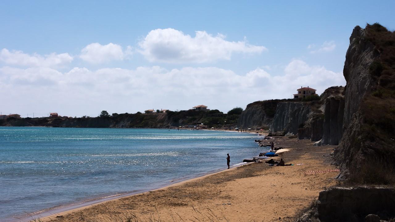 Начало пляжа Кунопетра (Kounopetra) на Кефалонии - справа