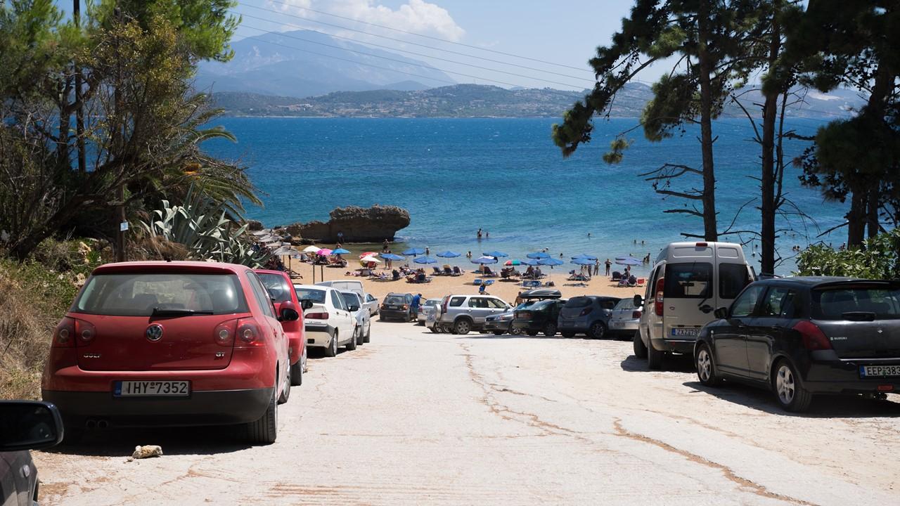 Парковка около пляжа Лепеда (Lepeda) на Кефалонии