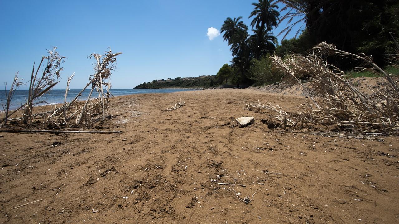 Безлюдная зона пляжа Лепеда (Lepeda)