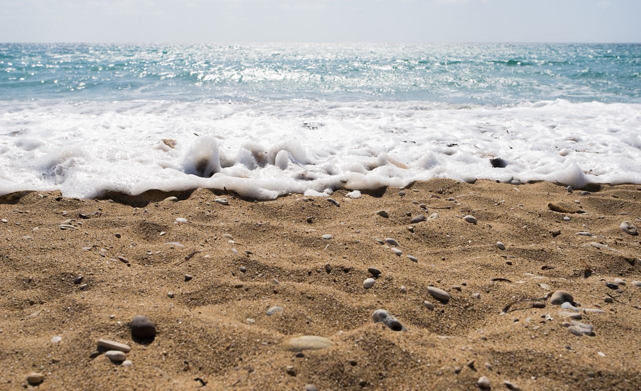 Пена от волн на пляже Врахинари (Vrahinari)