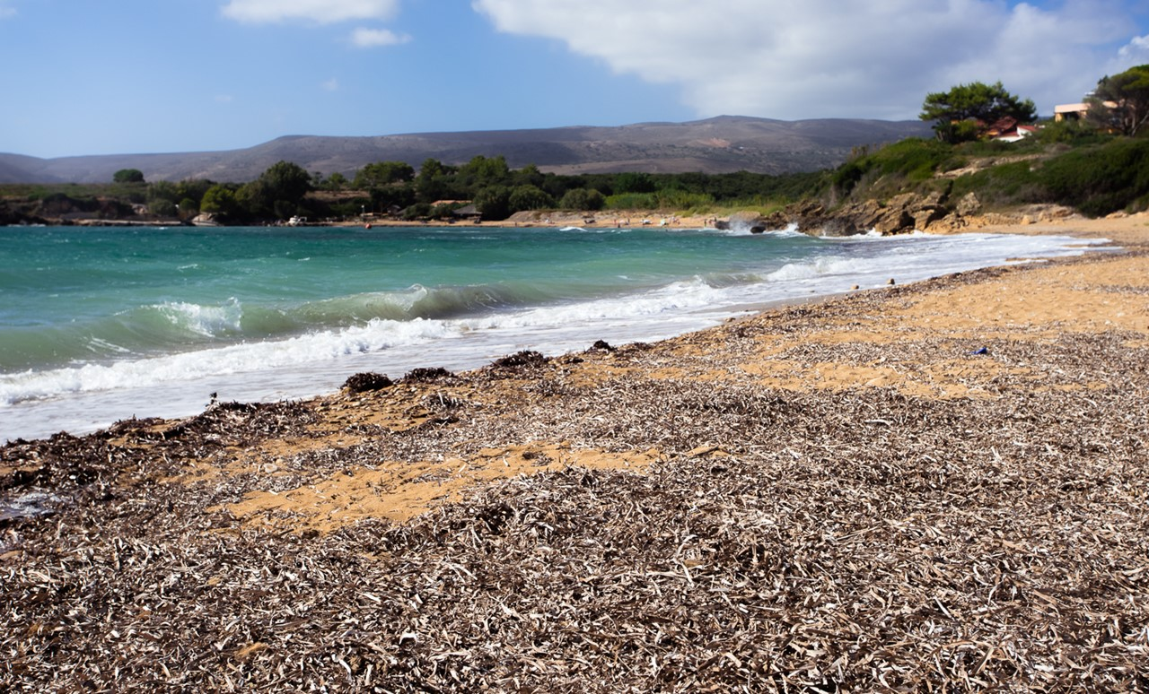 Волны на пляже Врахинари (Vrahinari)