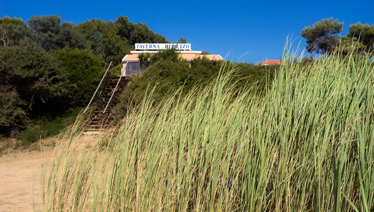 Таверна Remetzo - ориентир для пляжа Врахинари (Vrahinari) на Кефалонии