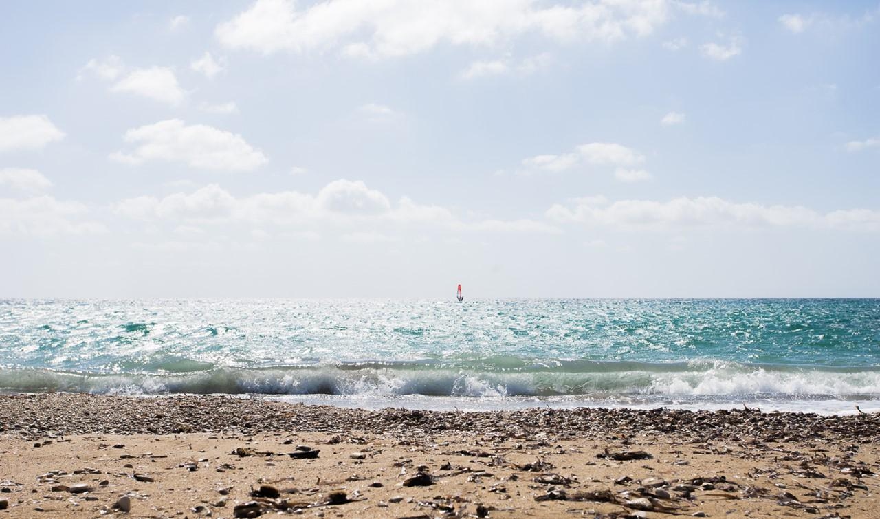 Красивый вид на море с пляжа Врахинари (Vrahinari)