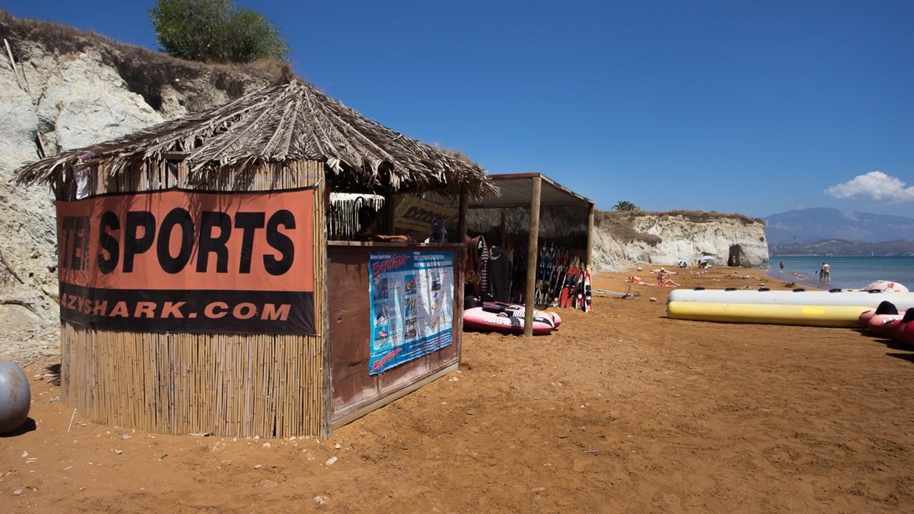 Водные развлечения на пляже Кси (Xi)