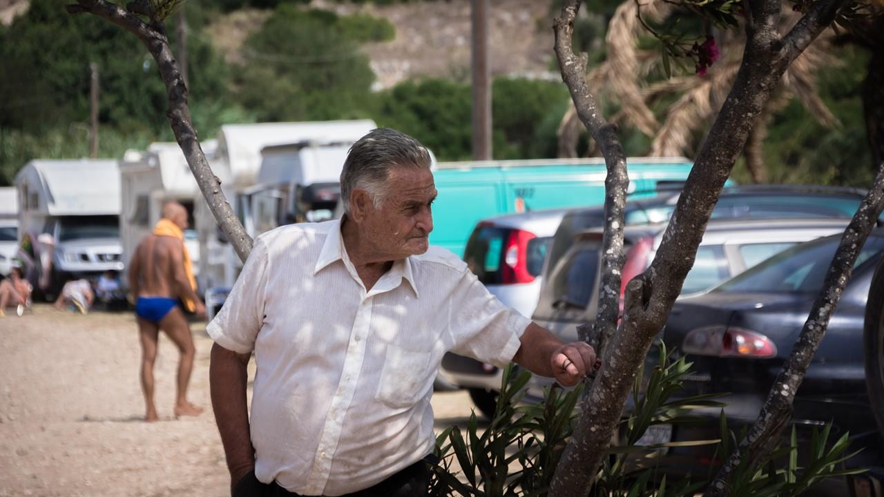 Брутальный дед на пляже Атерас (Atheras)