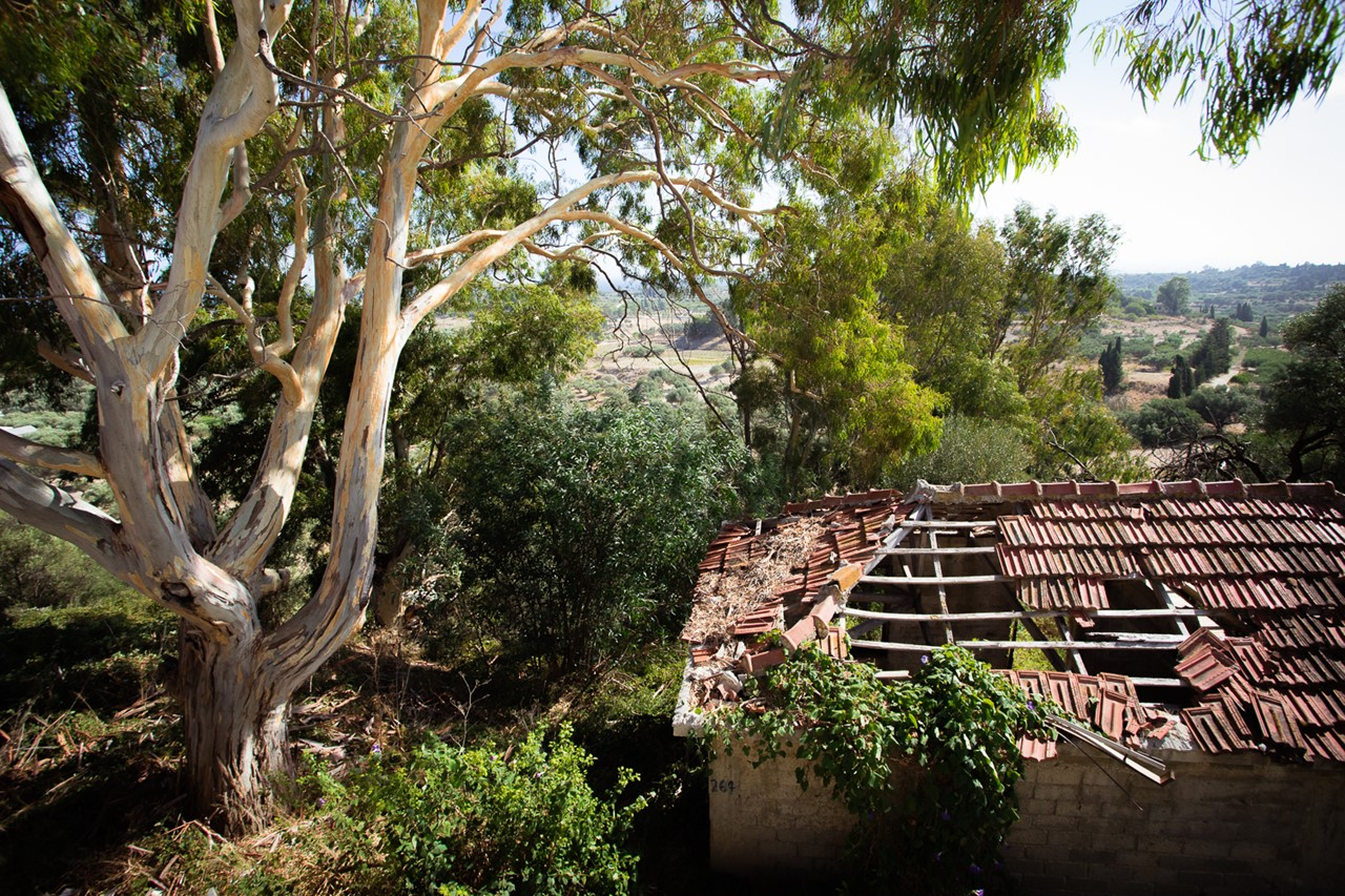 Разрушенная крыша в деревне Хавриата (Chavriata)