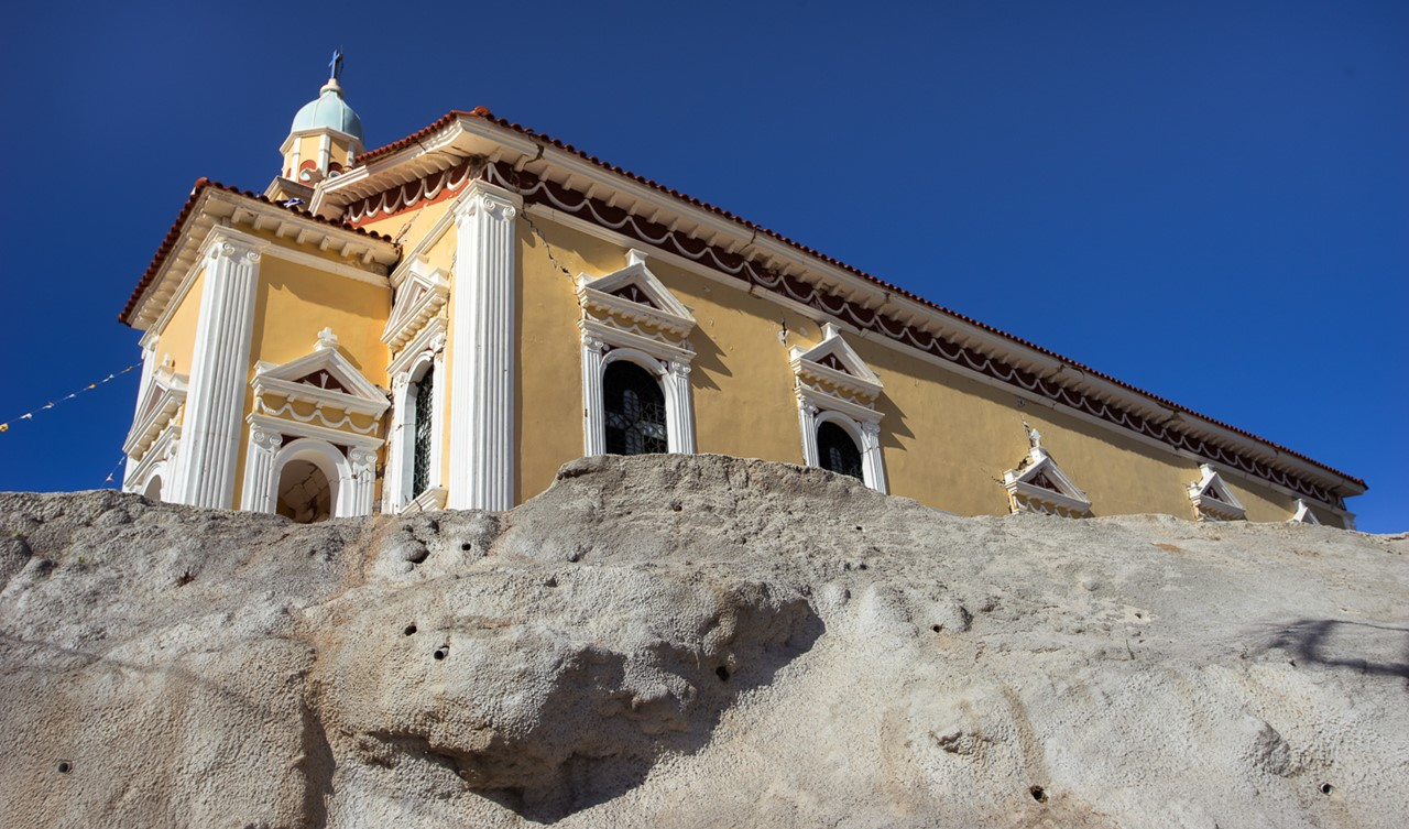 Церковь Богородицы в Хавриата (Chavriata) снизу