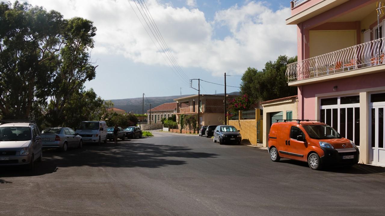 Широкая улица в деревне Хавриата (Chavriata)
