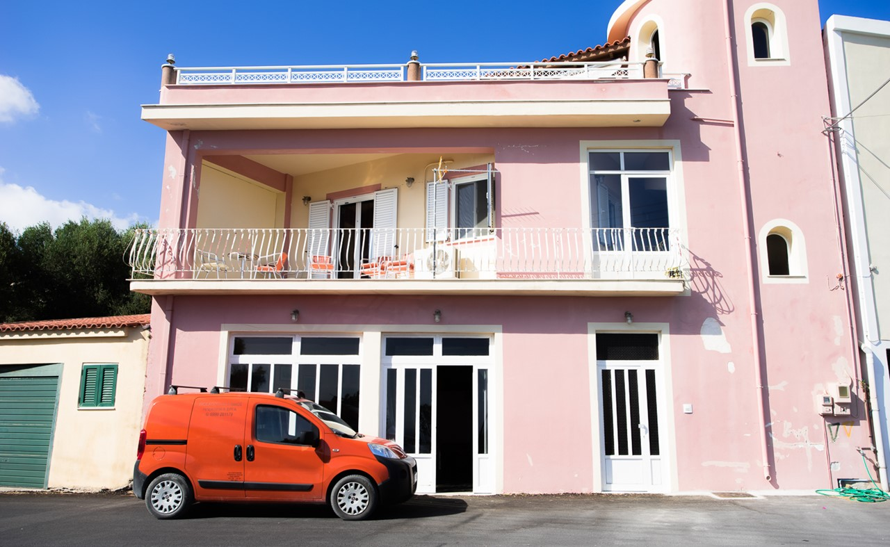 Розовый домик в Хавриата (Chavriata)