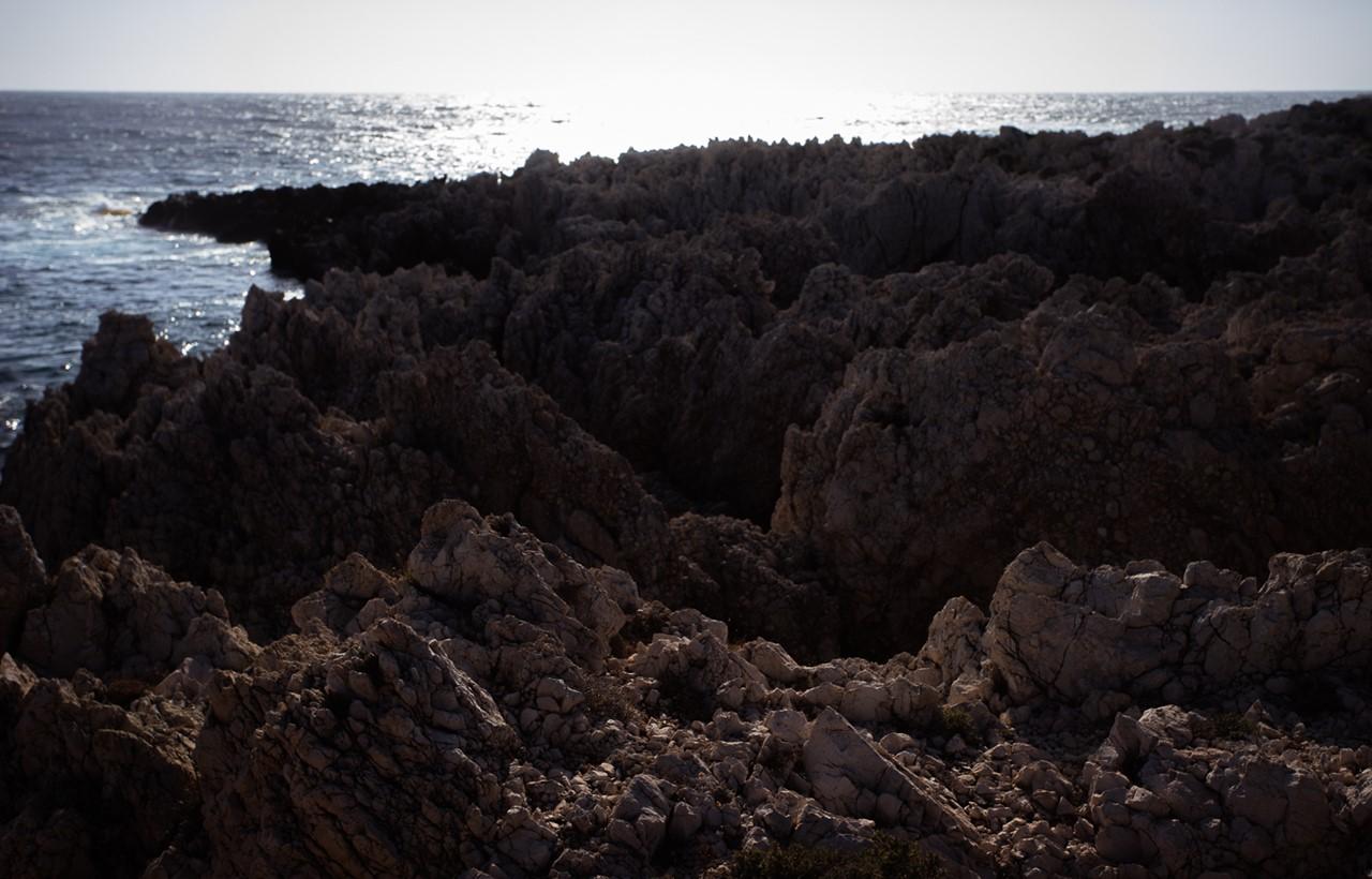 Почти вулканические пейзажи около маяка Герогомпос (Gerogompos)