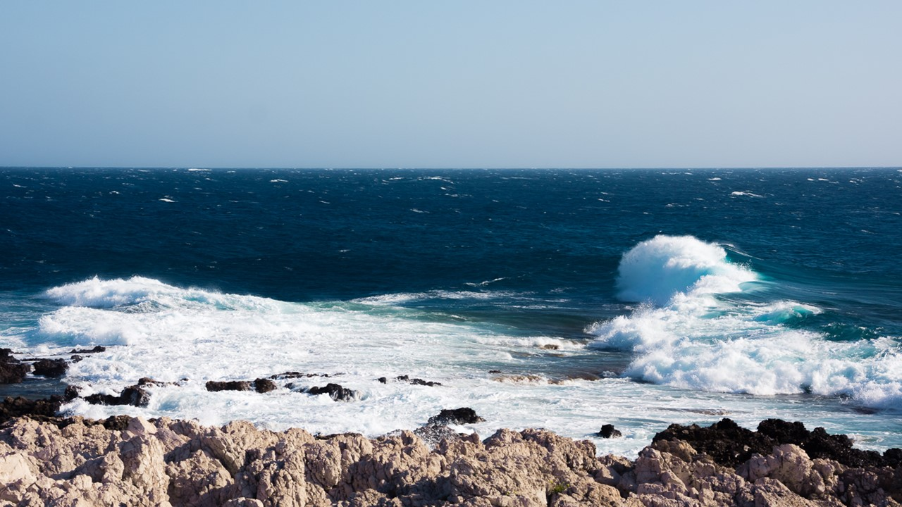 Волны около маяка Герогомпоса (Gerogompos)