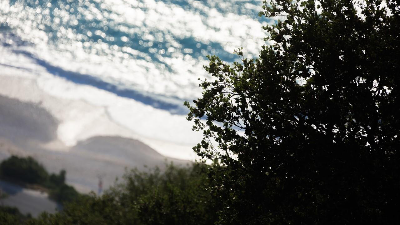 Начинающийся закат и пляж Миртос (Myrtos)