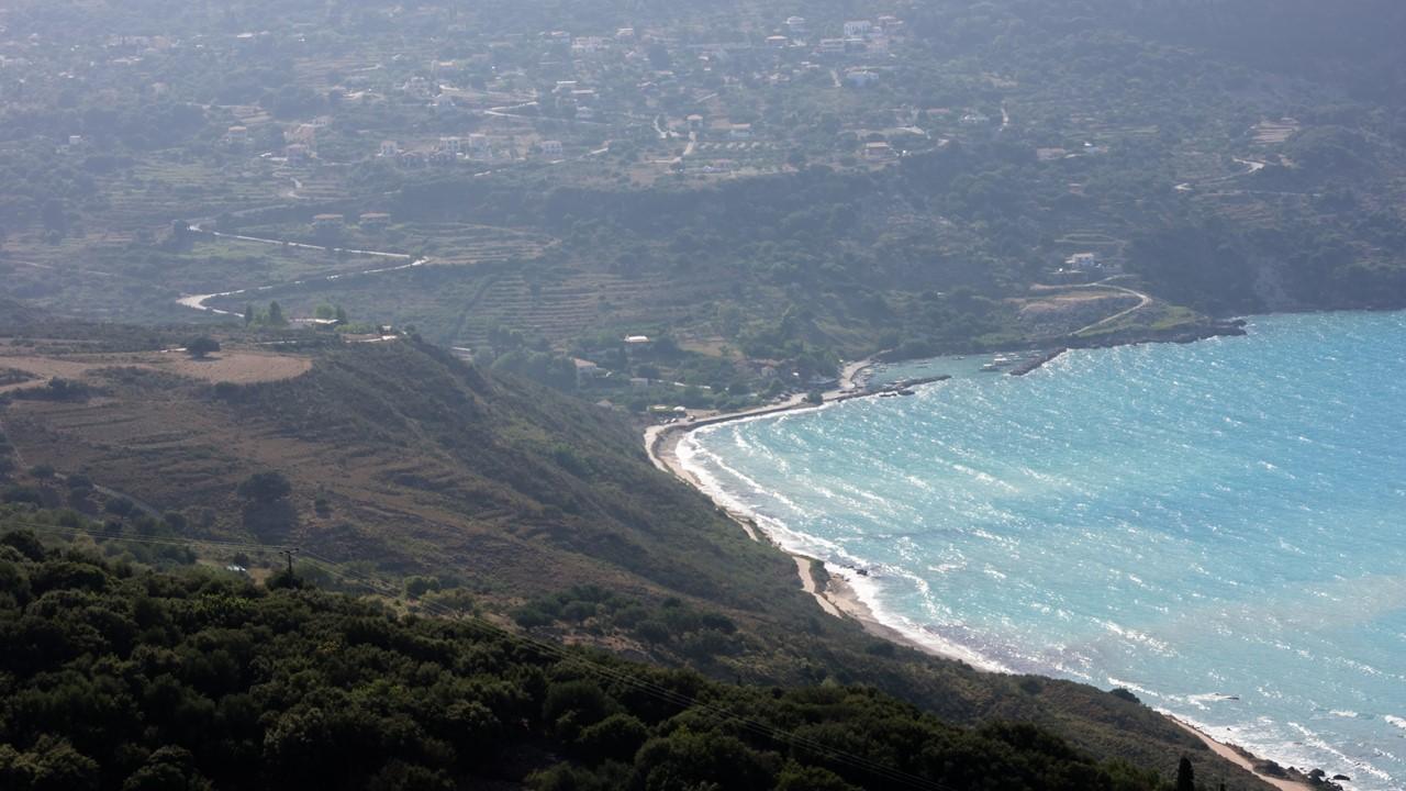 Пляж по пути к Миртосу