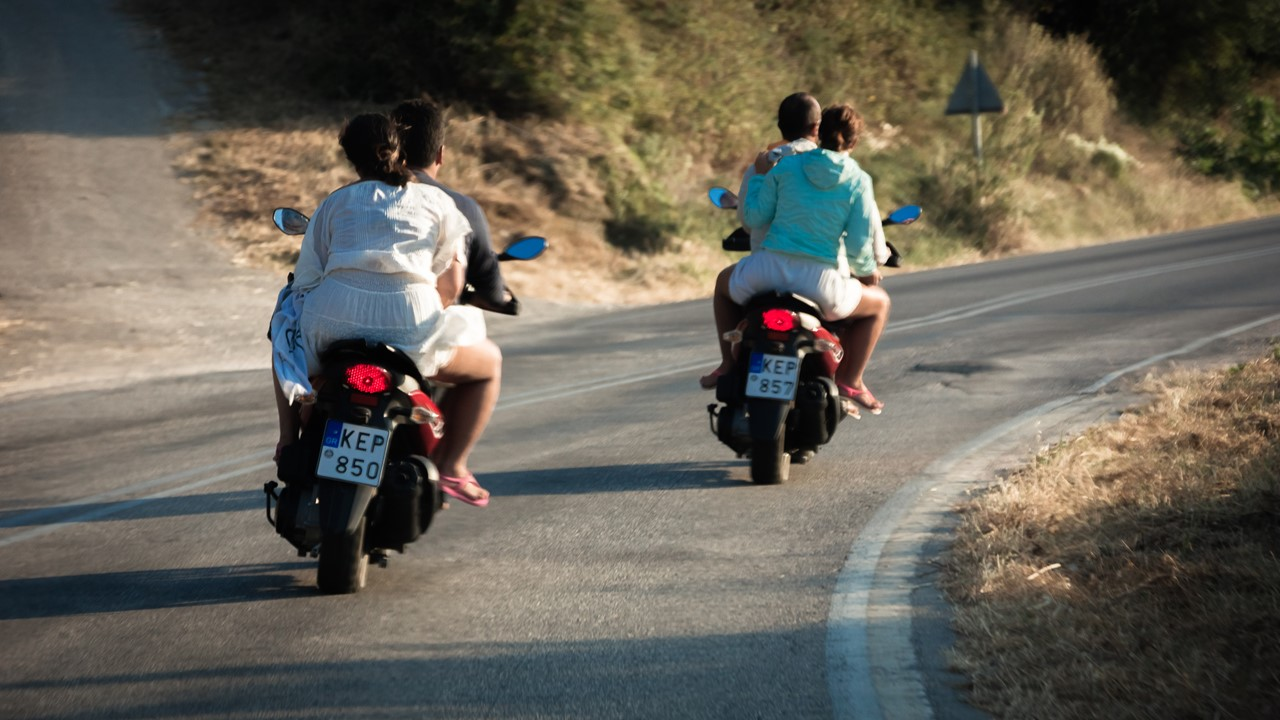 Кортеж из друзей на мотоциклах с похожими номерами