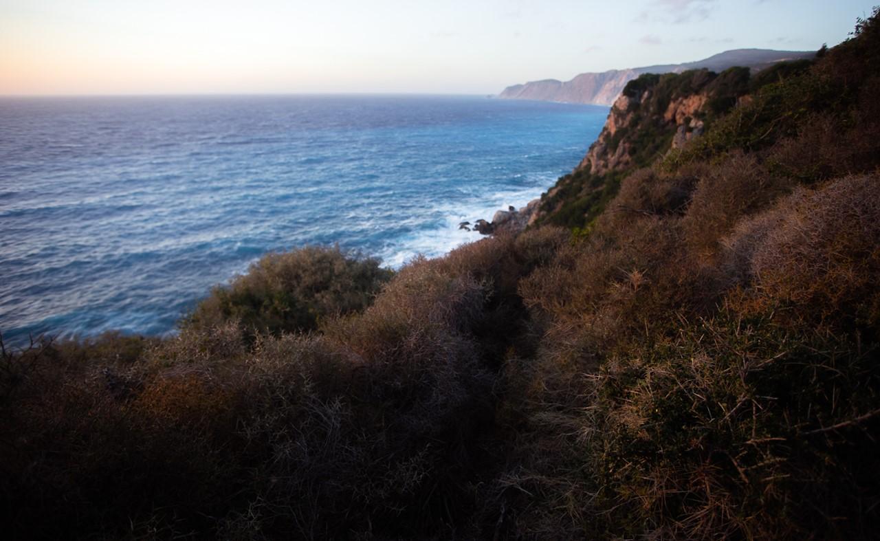 Вид справа от мыса около монастыря Кипуреон