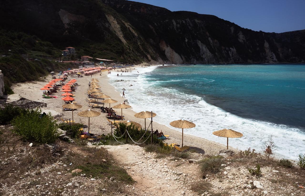 А вот и пляж Петани (Petani)