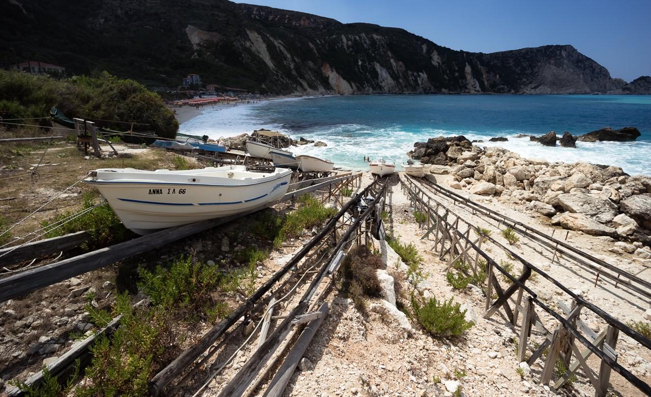 Лодочные тяги на пляже Петани (Petani)