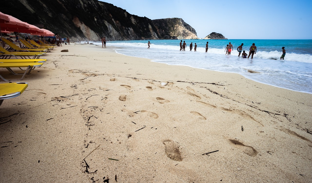 Приятный песочек на пляже Петани (Petani)