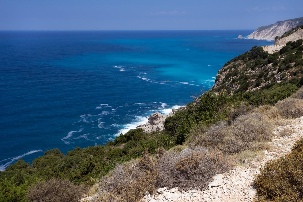 Где-то справа внизу пляж Плати Аммос (Platia Ammos)