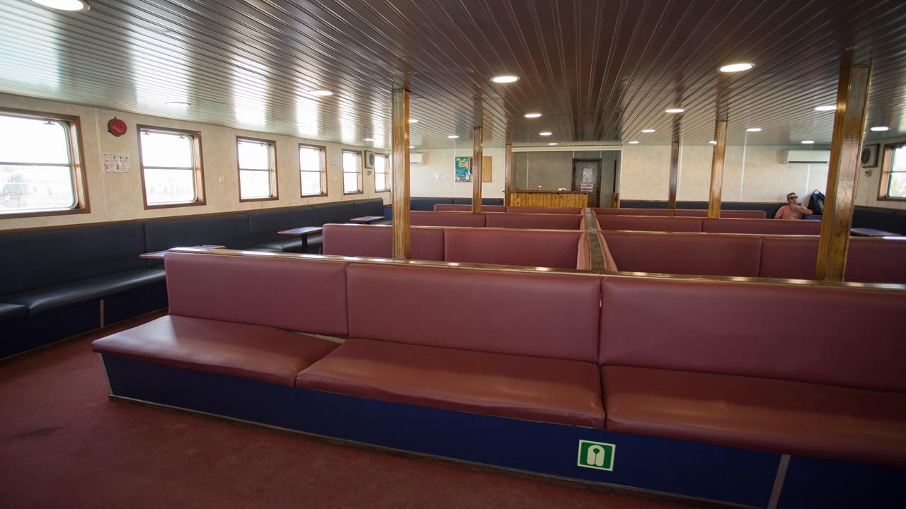 Внутри пассажирского отсека парома до Аргостоли