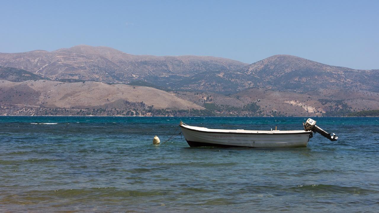 Вид из Ликсури на противоположный берег Кефалонии