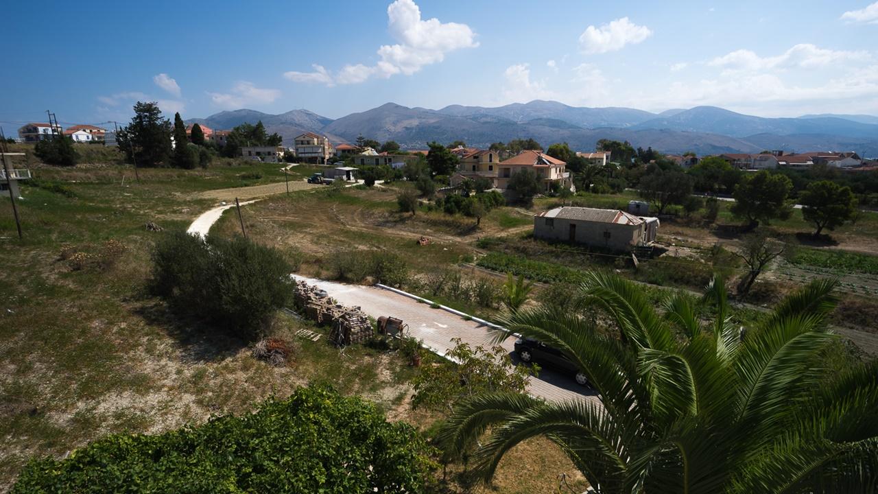 Вид из Aspasia Studios на горы