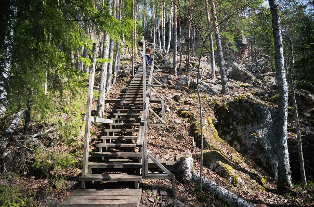 Длинная лестница на смотровую площадку с горы Katajavuori