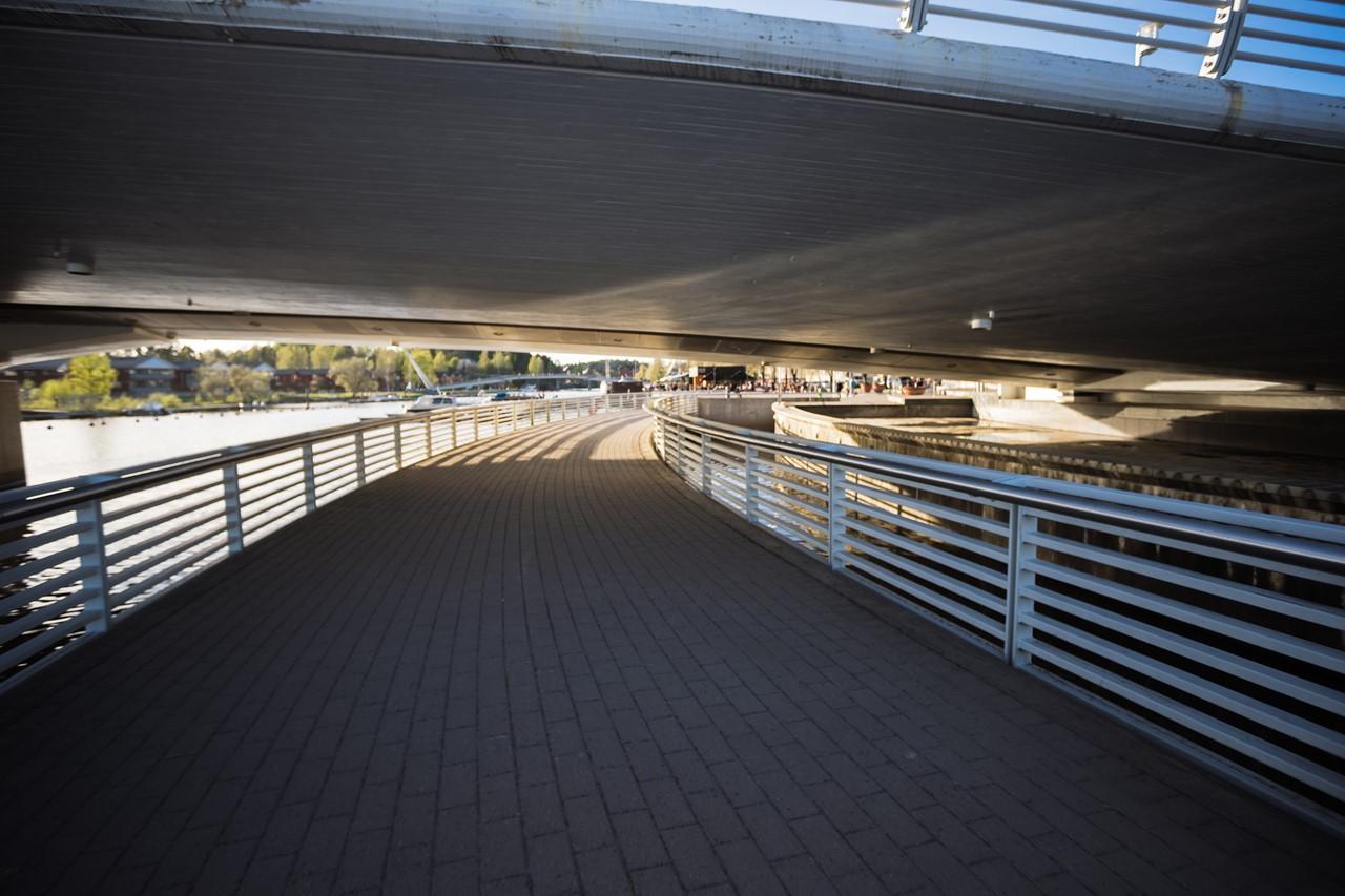 Проходим под мостом Aleksanterinkatu silta